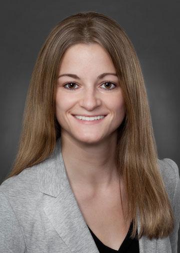 Elena Mund Headshot